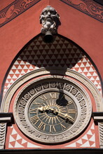 Old Town Clock, Old Town Square (Rynek Stare Miasto), Old Town (Stare Miasto), UNESCO World Heritage Site, Warsaw, Poland, Europe