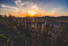 砂丘と綺麗な夕日の風景