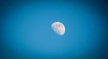 Moon Olympus M1MII   Lumix G Vario 100-300