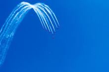 Démonstration En Vol Lors D'un Meeting Aérien Sous Un Beau Ciel Bleu