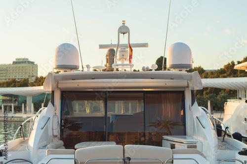 Fotografie, Obraz Yate español atracado en un puerto