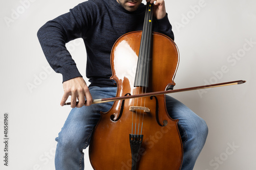 Papel de parede young man playing cello on the white background