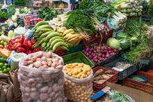 étalage De Fruits Et Légumes à La Plaza De Mercado De Paloquemao, Bogota, Colombie
