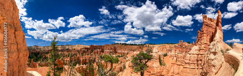 Bryce Canyon landscape on a beautiful summer day, Utah - Panoramic view © jovannig