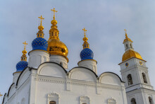 Golden Domes Of The Ancient St. Sophia Cathedral In Tobolsk (Russia) Against A Blue Cloudy Sky. Blue Domes Are Decorated With Gold Stars. Beautiful Contrast With White Walls With Various Ornaments