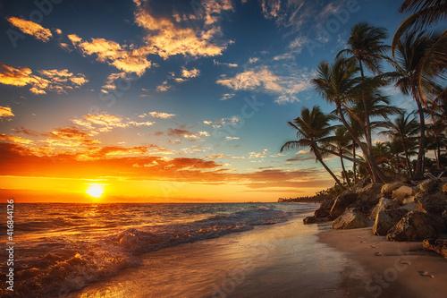 Fototapeta Sunrise over the beach obraz na płótnie