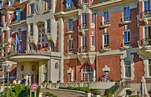 Obraz na plátně Le Touquet, France - april 3 2017 : famous Westminster hotel