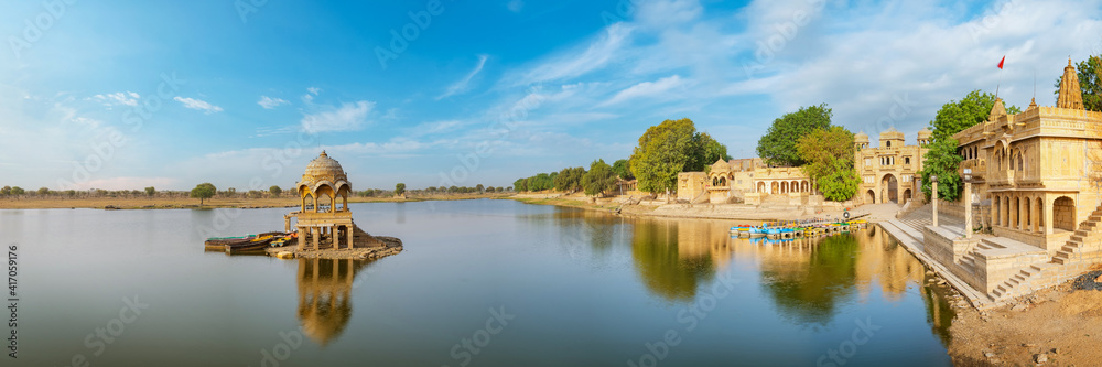 Fototapeta Gadisar lake in the morning at Jaisalmer, Rajasthan, India. An UNESCO World herritage.