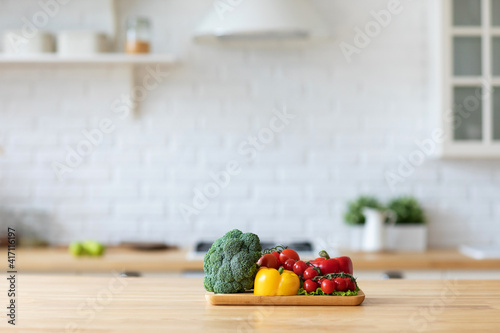 Fototapeta Vegetables on a cutting board in the kitchen. obraz