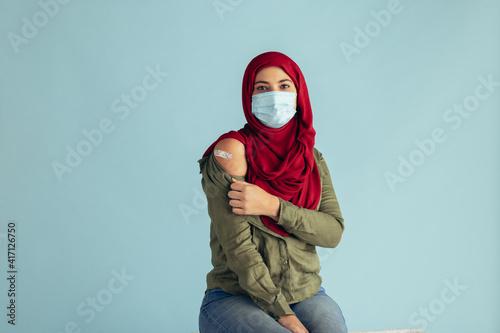 Woman in hijab received coronavirus vaccine © Jacob Lund