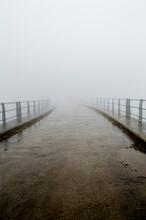 Persona, Un Hombre En Un Camino En  La Presa Del Embalse De Alsa, Un Dia Con Mucha Niebla.