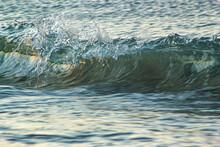 Onda Esquerda Com Splash E Agua Cristalina