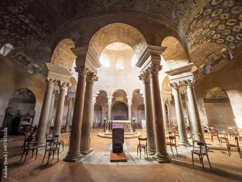 Obraz na plátně Interior of old roman catholic church in perspective
