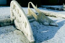 Treppe Am See Mit Eis übersogen