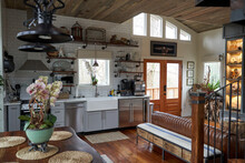 Beautiful Interior Home, Warm And Cozy Earth Tones,