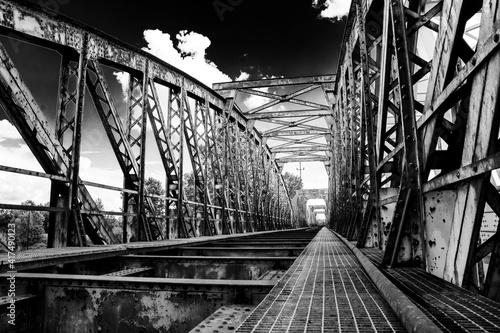 stary żelazny most kolejowy