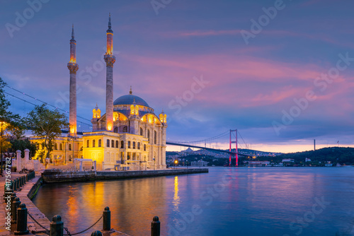 Ortakoy mosque on the shore of Bosphorus in Istanbul Turkey Fototapet