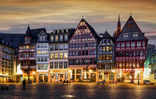 Römerberg Frankfurt, Historische Ostzeile