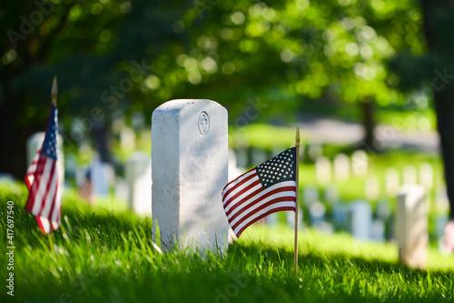 Fotografija Headstones and National flags in Arlington National Cemetery - Circa Washington D