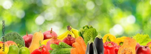 Horizontal seamless pattern from healthy fruits, vegetables on gree © Serghei Velusceac