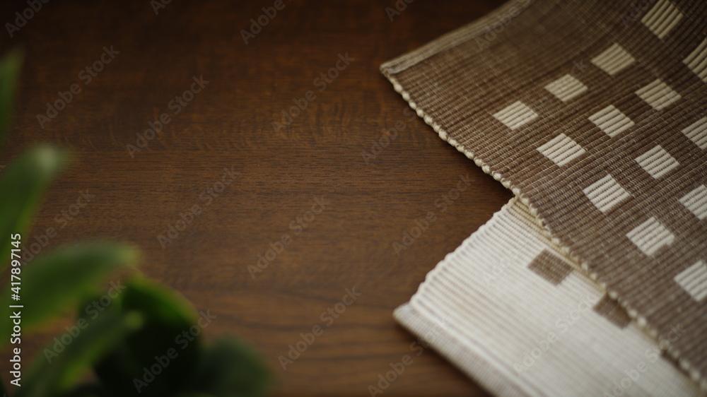 Fototapeta Stół drewniany bukowy z serwetką  - obraz na płótnie