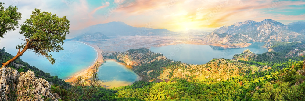 Fototapeta Dalyan river and Iztuzu turtle beach in Aegean mine under dramatic skies