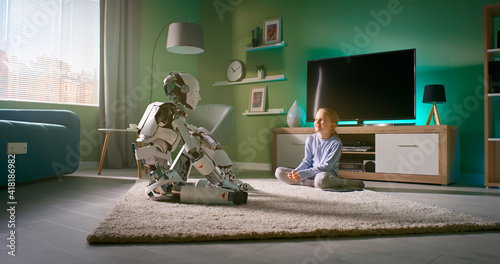 Canvas Print Girl speaking with robotic friend at home