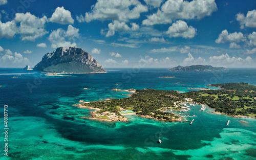 Fotografie, Obraz L isola di Tavolara con l isola Piana e isola Cavalli, Sardegna, porto san paolo