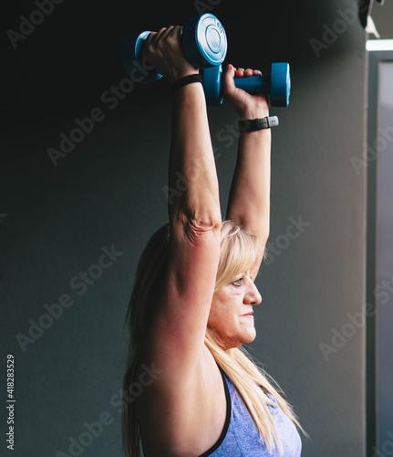 Canvas-taulu Retrato, de, mujer mayor, levantar pesas