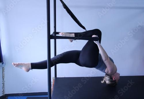 Obraz woman doing pilates physical exercises - fototapety do salonu