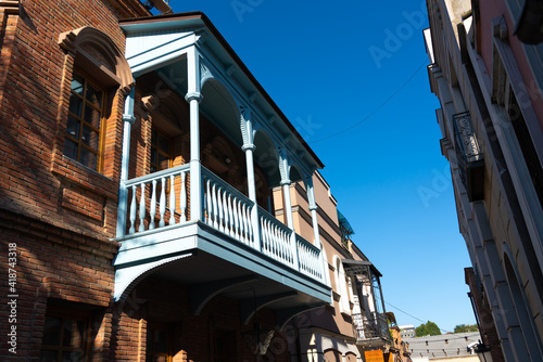 Fotografía Wooden balcony with white balusters