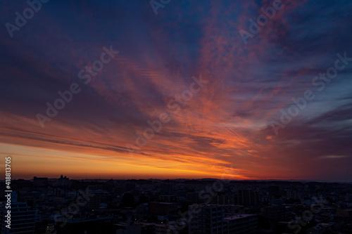 朝焼けの街 Fotobehang