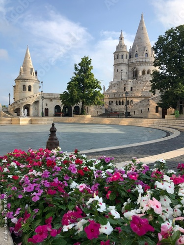 Foto Fisherman's bastion at sunrise in Budapest city, Hungary