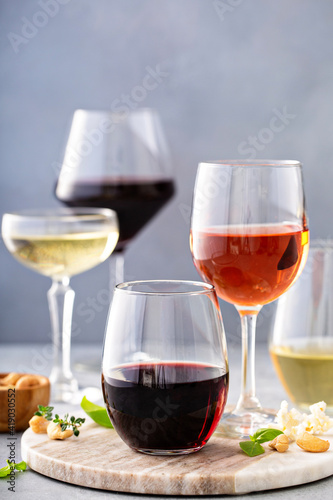 Valokuva Red, white wine and rose in different glasses, variety of wine