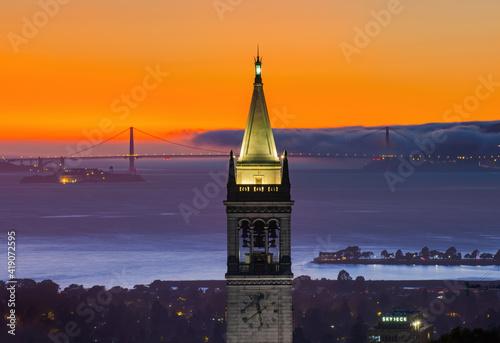 Valokuvatapetti Sather Tower in UC Berkeley, California