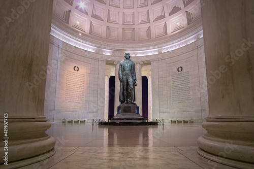 Bronze statute of Thomas Jefferson in the Jefferson memorial, located in Washington DC Fotobehang