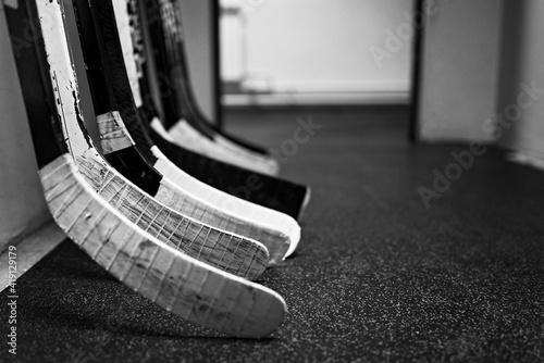 Fotografía Hockey sticks in the locker room hallway before the game