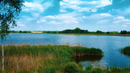 Obraz Piękny widok na jezioro - fototapety do salonu