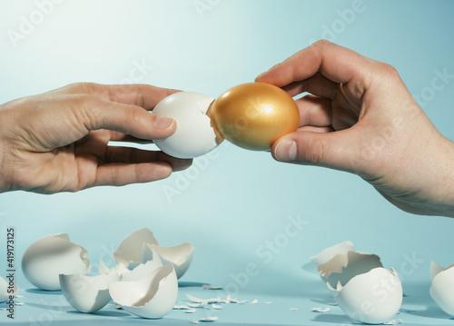 Obraz na plátně Intact golden egg among broken white eggs