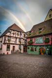 Fototapeta Tęcza - podwójna tęcza nad kolorowymi domkami w średniowiecznej wiosce Riquewihr, Alzacja, Francja