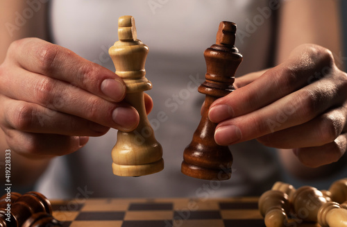Fotografiet White and black chess kings in last fight or struggle after draw on chessboard