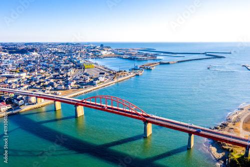 Leinwand Poster 早朝の那珂湊港(左側)、海門橋(茨城県大洗町、ひたちなか市)