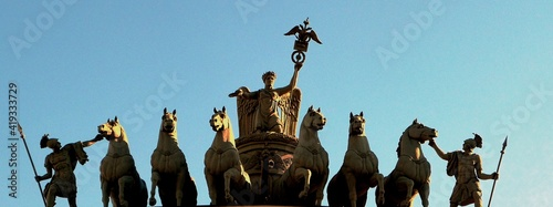 Leinwand Poster Chariot on the arch of the General Staff building, St