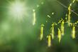 birkenpollen fliegen in der frühlingssonne, pollenstaub als symbol für heuschnupfen