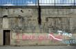 canvas print picture - Graffiti an einer Betonmauer