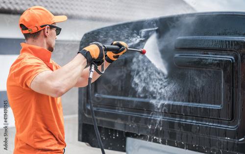 Obraz Men Washing Back of His Truck Cabin - fototapety do salonu