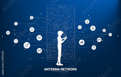 Papel de parede Silhouette man with antenna tower icon on mobile phone from dot connect line circuit board style mobile data icon