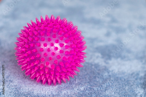 Fototapeta Gumowa piłka z kolcami