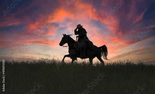 Fotografija Cowboy silhouette  gallop at dawn