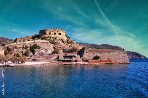Photographie Crete, Greece: Wide angle view of Spinalonga unhabited island with a 16th centur